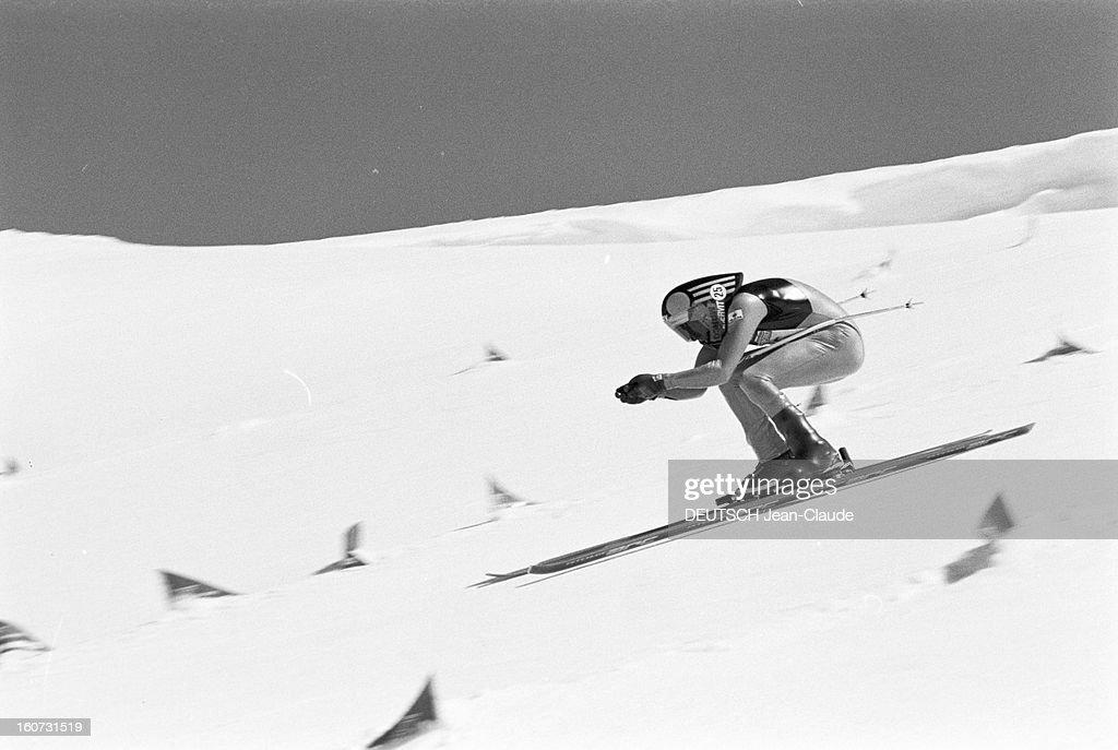 Speed Skiing Launched Kilometer Zermatt Switzerland En Suisse à Zermatt et en Italie à Cervinia compétition de ski de vitesse au kilomètre lancé pour...