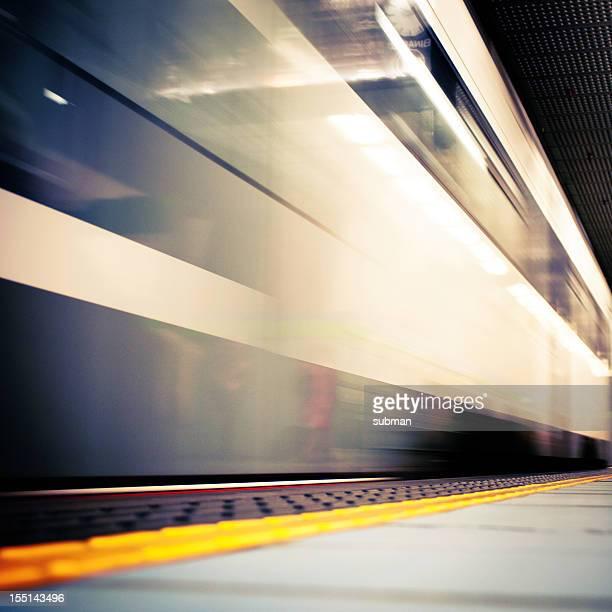 Velocizzando il treno sulla piattaforma