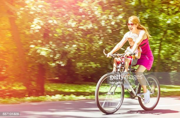 Speedy Fahrradtour mit Mutter und Tochter