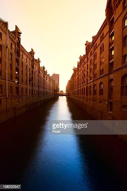 Speicherstadt Hamburg Canal bei Sonnenuntergang