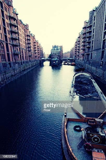 Speicherstadt Hamburg Canal bei Sonnenuntergang, getönt