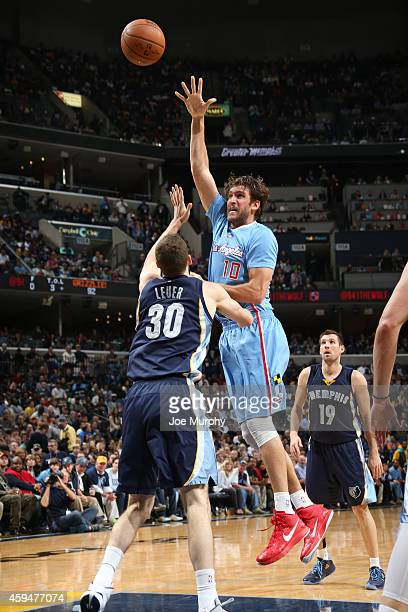 Spencer Hawes of the Los Angeles Clippers shoots the ball against the Memphis Grizzlies during the game on November 23 2014 at FedExForum in Memphis...