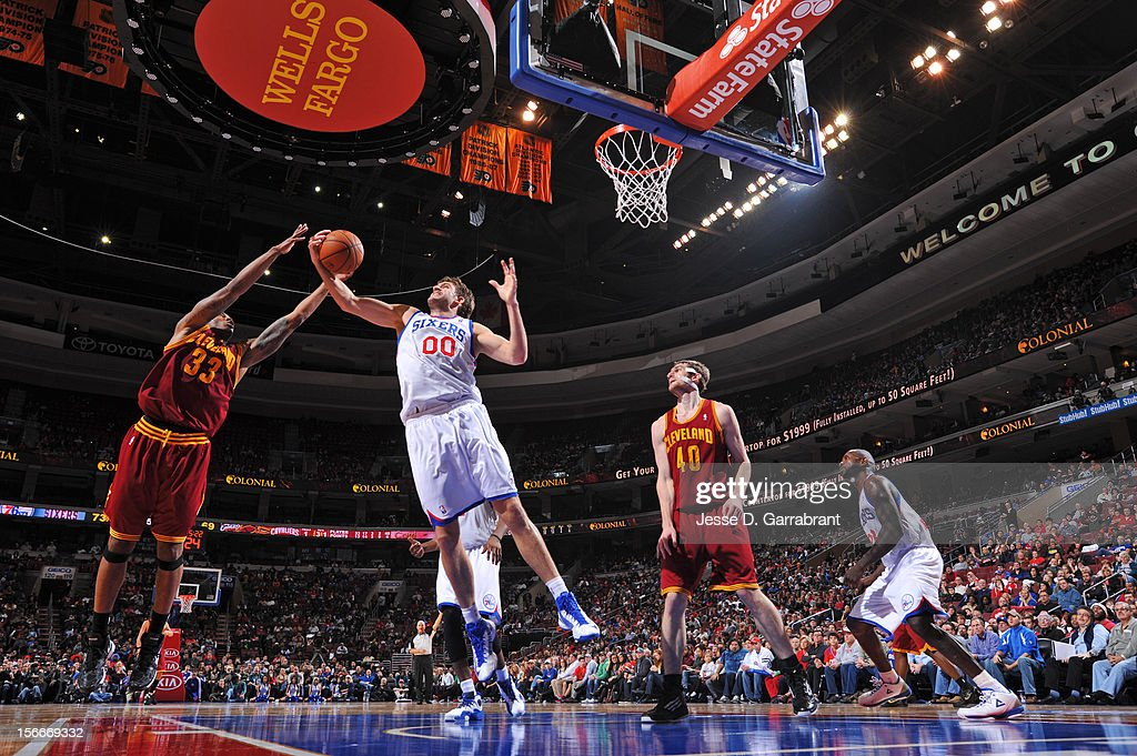 Spencer Hawes #00 of the Philadelphia 76ers grabs the rebound against Alonzo Gee #33 of the Cleveland Cavaliers at the Wells Fargo Center on November 18, 2012 in Philadelphia, Pennsylvania.