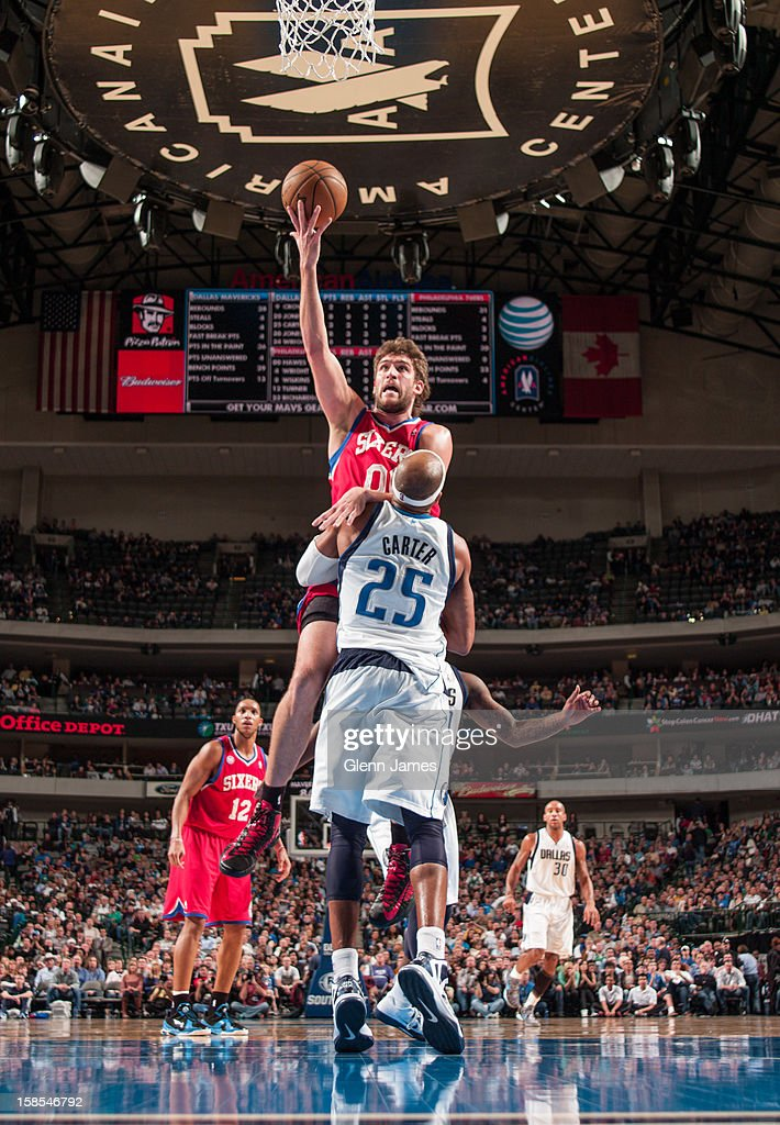 <a gi-track='captionPersonalityLinkClicked' href=/galleries/search?phrase=Spencer+Hawes&family=editorial&specificpeople=3848319 ng-click='$event.stopPropagation()'>Spencer Hawes</a> #00 of the Philadelphia 76ers shoots in the lane against <a gi-track='captionPersonalityLinkClicked' href=/galleries/search?phrase=Vince+Carter&family=editorial&specificpeople=201488 ng-click='$event.stopPropagation()'>Vince Carter</a> #25 of the Dallas Mavericks on December 18, 2012 at the American Airlines Center in Dallas, Texas.