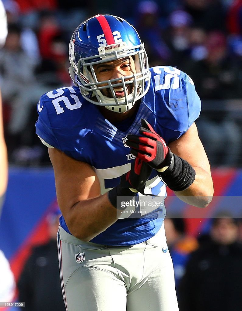 Spencer Paysinger #52 of the New York Giants in action against the Philadelphia Eagles at MetLife Stadium on December 30, 2012 in East Rutherford, New Jersey. The Giants defeated the Eagles 42-7.