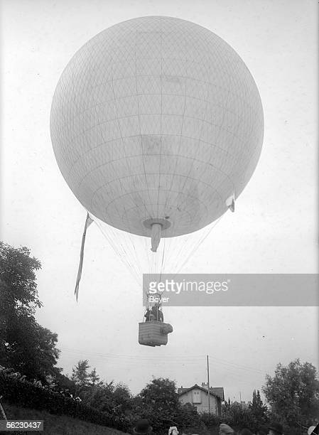 Spherical balloon show Departure of a competitor France 1914 BOY 6184