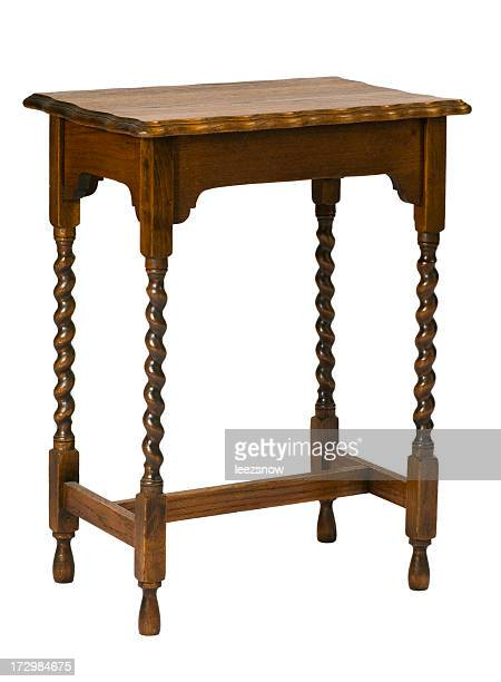 Fine antico tavolo isolato su bianco