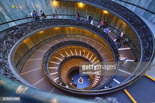 Museos del vaticano fotograf as e im genes de stock - Imagenes de escaleras de caracol ...