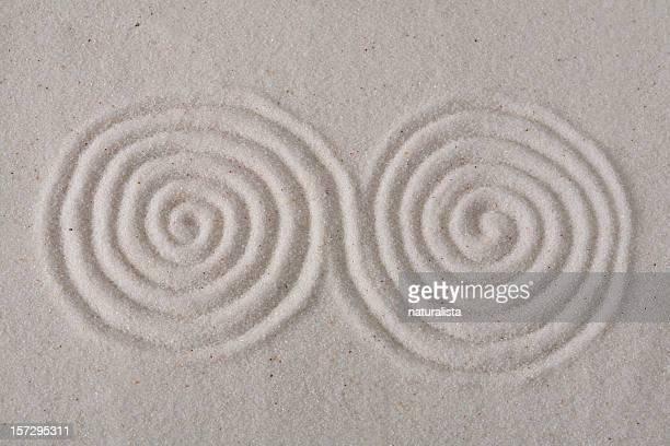 Spirales dorées sur le sable 6