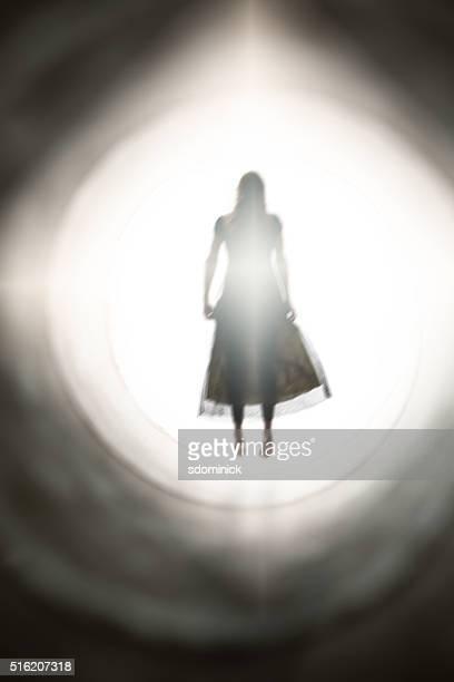 Espírito de mulher de banho na luz