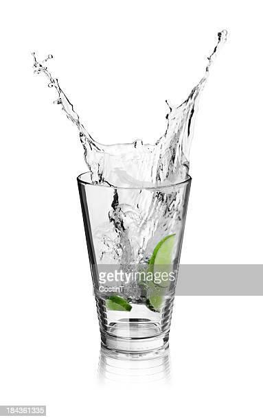 Splash in Eis Getränk mit Limetten