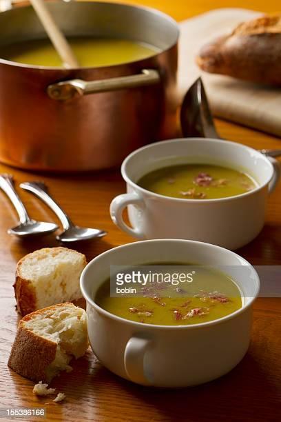 Halbe Erbse und Schinken-Suppe