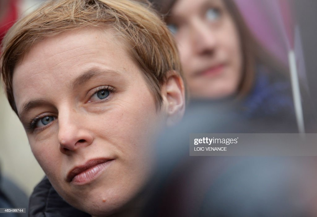 Spokesperson of French Left party Ensemble (Together) Clementine Autain (C) looks on during a demonstration in support of the Greek people on February 15, 2015 in Paris. At least 2,000 people marched through the streets of Paris on February 15 heeding the call from unions and far-left organisations to voice their support for Greece and its new leftist anti-austerity government. AFP PHOTO / LOIC VENANCE