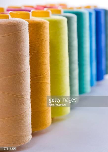 Bobine di filati cucirini