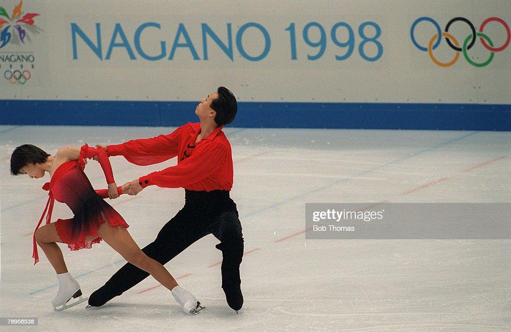 Sport, 1998 Winter Olympic Games, Nagano, Japan, Figure Skating, Pairs, Xue Shen and Hongbo Zhao, China
