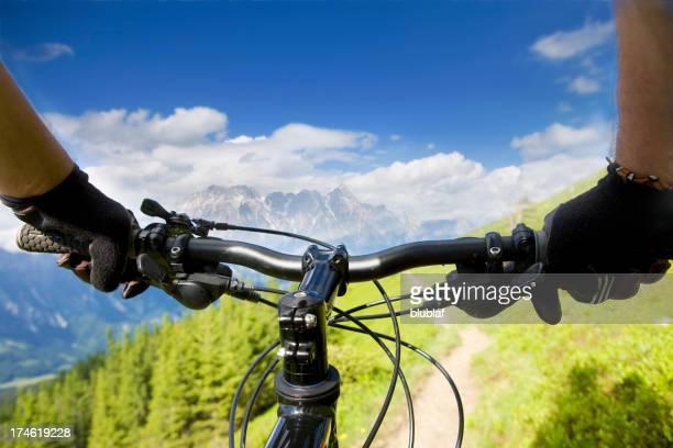 スポーツや自然のマウンテンバイクのパノラマ