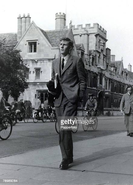1949 Roger Bannister pictured in Oxford where he was a third year medical student at Exeter College British runner Roger Bannister born 1929 in...