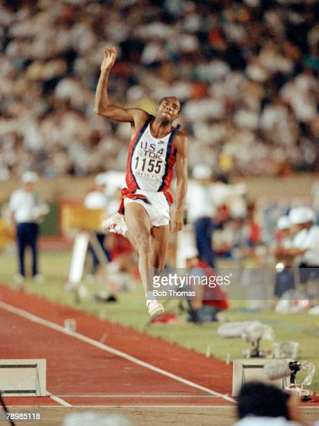 1991 3rd World Athletics Championships in Tokyo Mens Long Jump Mike Powell USA the Gold Medal winner with a new world record