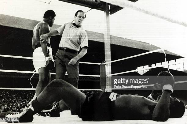 Sport Boxing Heavyweight Bout at Croke Park Dublin pic 19th July 1972 Muhammad Ali stopped Al 'Blue' Lewis in 11 rounds Muhammad Ali left having...