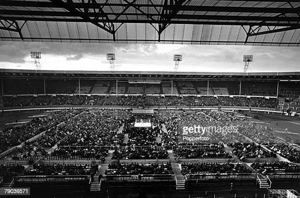 Sport Boxing Heavyweight fight London England 18th June 1963 Wide general view of the Wembley Stadium fight between Great Britain's Henry Cooper and...