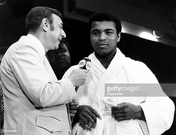 Sport Boxing Heavyweight Title Challenge New York USA 7th March 1971 Challenger Muhammad Ali talks to American TV sports presenter Howard Cosell...