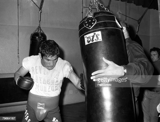 Sport Boxing Rome Italy 28th October 1970 Argentina's Middleweight boxer Carlos Monzon is pictured training in an Italian Gym for his World Title...
