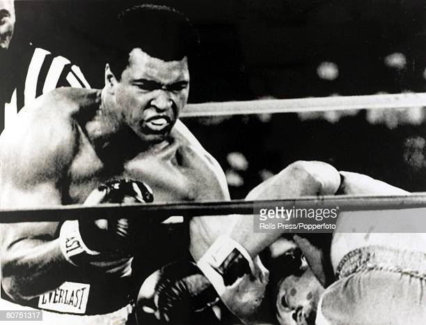 Sport Boxing World Heavyweight Championship Kinshasa Zaire 29th October 1974 Muhammad Ali on the attack with a leftright combination to send George...