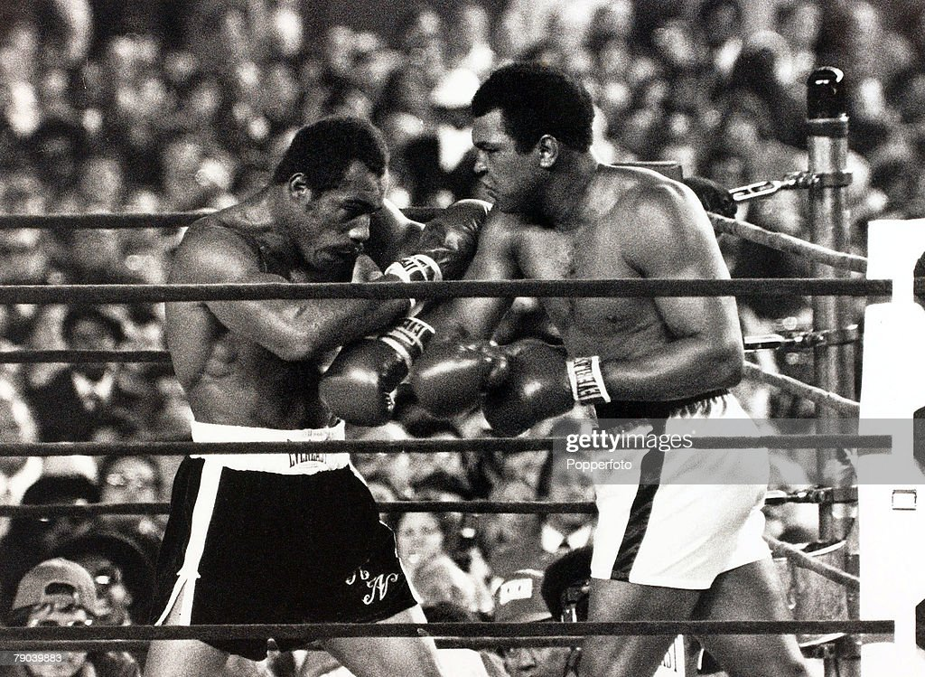 Sport, Boxing, Yankee Stadium, New York, USA, 28th September 1976, Heavyweight Championship of the World, <a gi-track='captionPersonalityLinkClicked' href=/galleries/search?phrase=Muhammad+Ali+-+Boxer+-+Born+1942&family=editorial&specificpeople=93853 ng-click='$event.stopPropagation()'>Muhammad Ali</a> (right) is pictured on his way to retaining his Heavyweight title against fellow American Ken Norton, <a gi-track='captionPersonalityLinkClicked' href=/galleries/search?phrase=Muhammad+Ali+-+Boxer+-+Born+1942&family=editorial&specificpeople=93853 ng-click='$event.stopPropagation()'>Muhammad Ali</a> won after 15 rounds on a points decision
