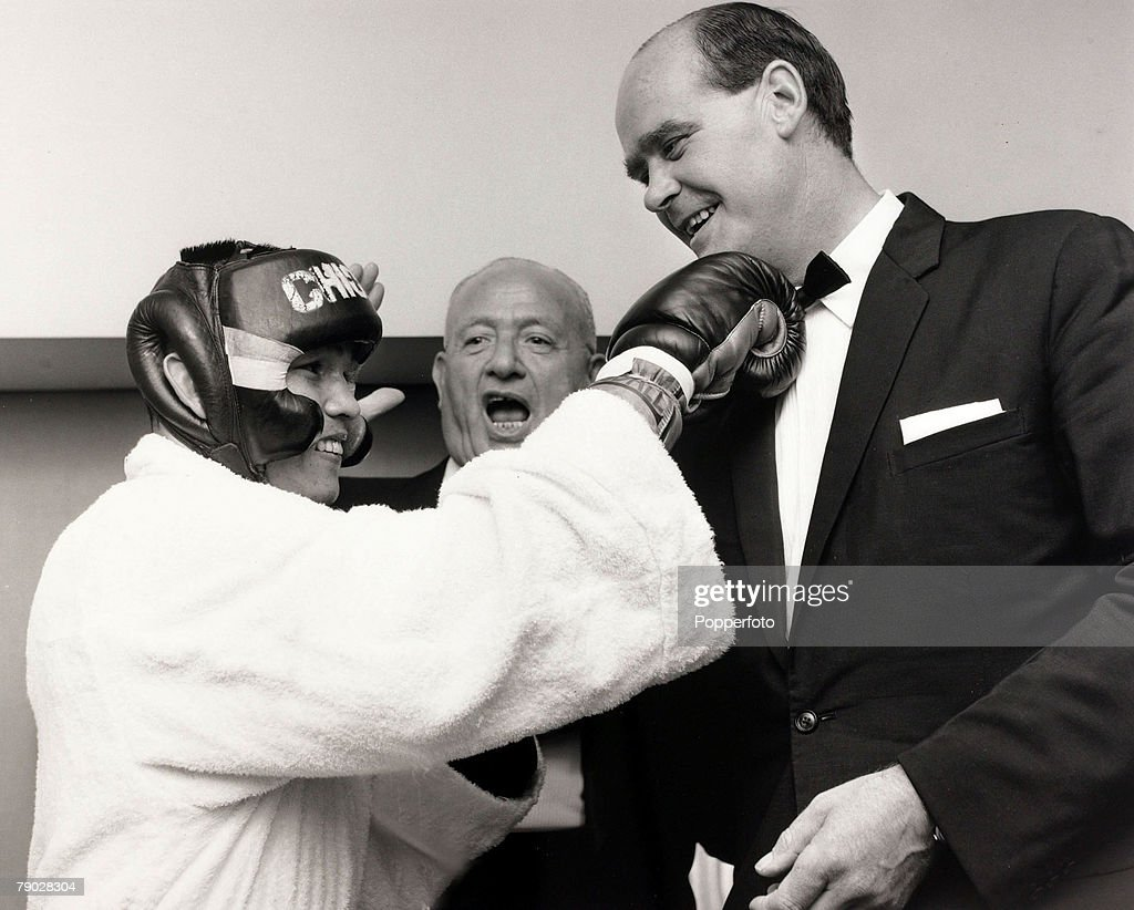 Sport, Boxing/Cricket, London, England, 15th September 1967, Thailand's Chartchai Chionoi, the World Flyweight boxing champion pictured with Yorkshire and England cricketer <a gi-track='captionPersonalityLinkClicked' href=/galleries/search?phrase=Brian+Close+-+Cricket+Player&family=editorial&specificpeople=15045770 ng-click='$event.stopPropagation()'>Brian Close</a> and boxing promoter Jack Solomons, centre, at a Charity fight night