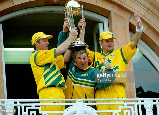 Sport Cricket Cricket World Cup Final at Lords pic 20th June 1999 Australia beat Pakistan by 8 wickets Australia's captain Steve Waugh left holds...