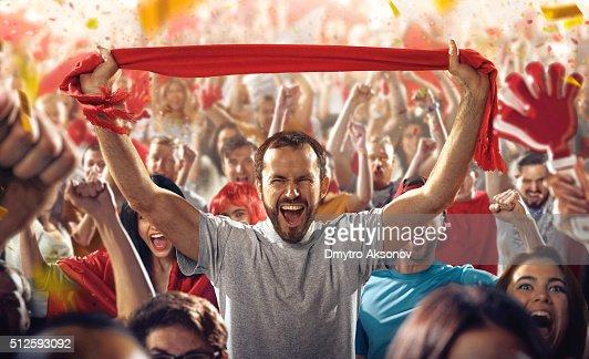 スポーツファン:男性にスカーフ