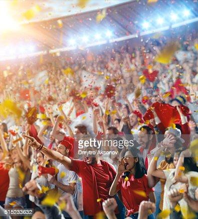 スポーツファン:喜びご友人とハッピーアワー