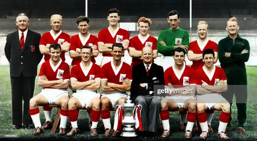 Sport Football 1959 FACup Final Nottingham Forest 2v Luton Town The Nottingham Forest team Back row LR GNoel Watson HonSecretary and Treasurer WWhare...