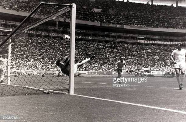 Sport Football 1970 World Cup Finals Guadalajara Mexico Brazil 1 v England 0 7th June 1970 England goalkeeper Gordon Banks makes his spectacular save...