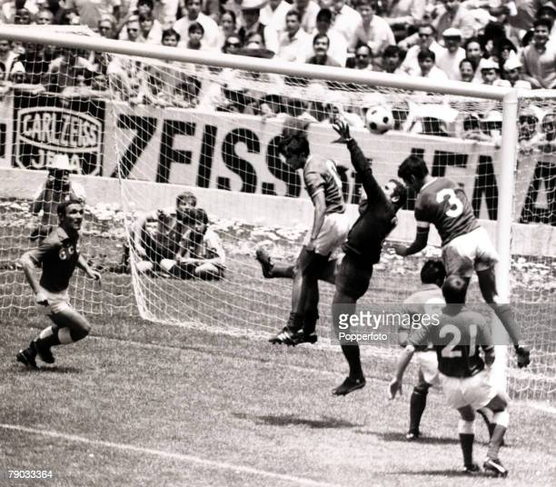 Sport Football 1970 World Cup Finals Mexico City 31st May 1970 Group 1 Mexico 0 v Russia 0 Russia goalkeeper Anzor Kavasashvili under pressure from...