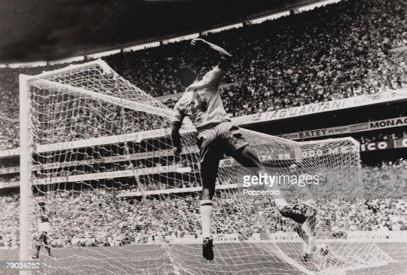 Sport Football 1970 World Cup Finals Mexico City World Cup Final 21st June 1970 Brazil 4 v Italy 1 Brazil captain Carlos Alberto celebrates after...