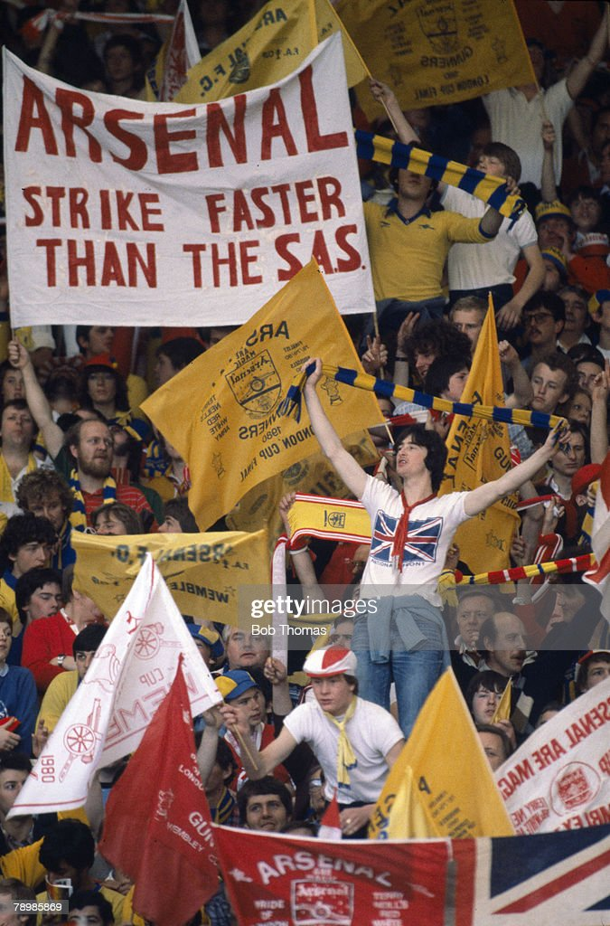 Sport, Football, 1980 FA Cup Final, Wembley, 10th May 1980, Arsenal 0 v West Ham United 1, Arsenal fans with banners and flags