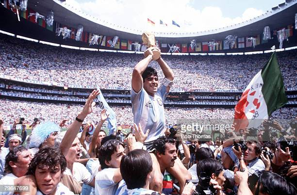 Sport Football 1986 World Cup Final Azteca Stadium Mexico 29th June Argentina 3 v West Germany 2 Argentina's Diego Maradona proudly holds aloft the...