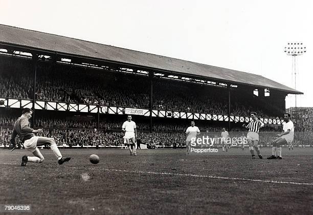 Sport Football 9th September 1961 League Division Two Roker Park England Sunderland v Leeds United Sunderland centre forward Brian Clough shoots for...