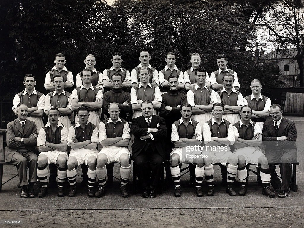 Sport, Football, Arsenal F,C,1938-1939, Arsenal managed by Herbert Chapman were one of the great teams of the 1930's and in this team group players included Joy, Bastin, Jones, Drake, Swindin, Copping, L,Compton
