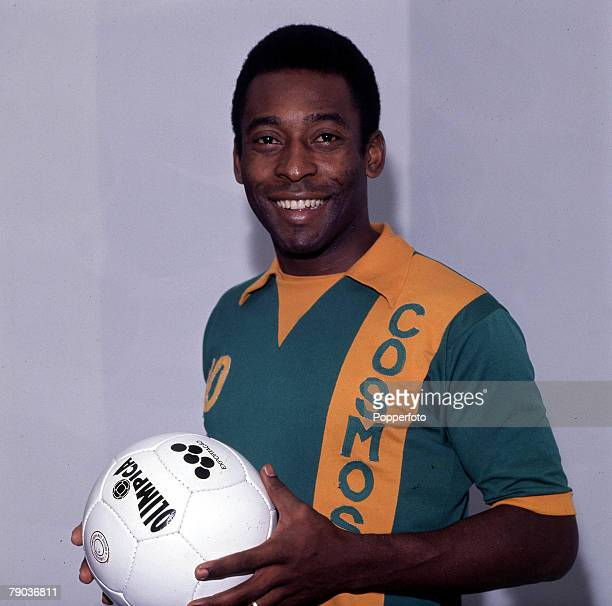 Sport Football Brazil's Pele one of the stars of the victorious Brazil team of the 1970 World Cup Finals in Mexico poses wearing a New York Cosmos...
