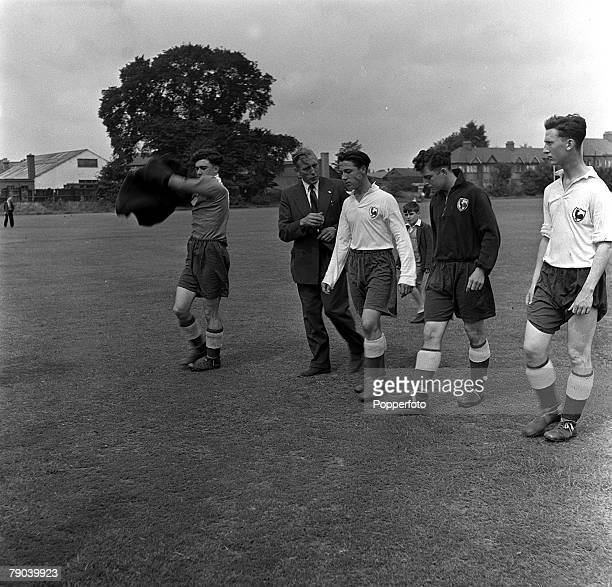 Sport Football England Tottenham Hotspur Manager Arthur Rowe voices his opinion to players Jones Cliss Fullword and ASKing after a training ground...