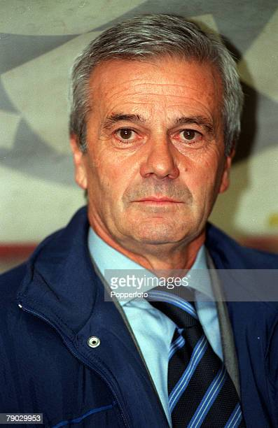 Sport Football European Champions League Milan Italy 21st October 1998 Inter Milan 2 v Spartak Moscow 1 Inter Milan coach Luigi Simoni