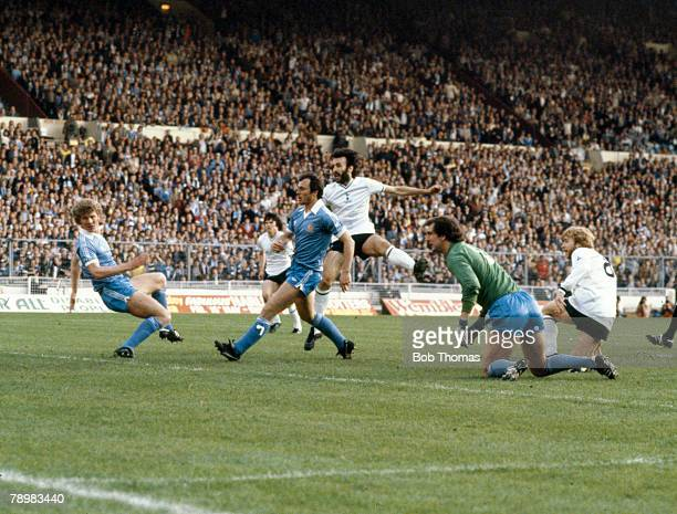 Sport Football FA Cup Final Replay at Wembley pic 14th May 1981Tottenham Hotspur 3 v Manchester City 2 Tottenham Hotspur's Ricky Villa centre shoots...