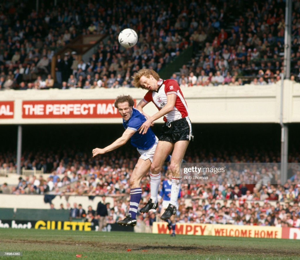 Sport, Football, FA Cup Semi-Final at Highbury, Southampton 0 v Everton 1 a,e,t pic: 14th April 1984, Everton striker Andy Gray, left contests a high ball with Southampton defender Mark Wright