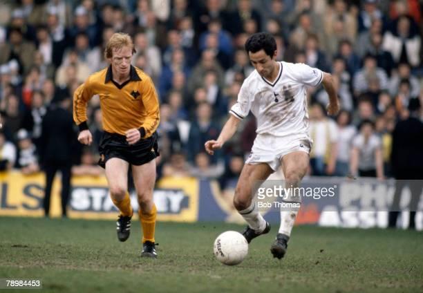 Sport Football FA Cup SemiFinal at Hillsborough Wolverhampton Wanderers 2 v Tottenham Hotspur 2 aet pic 11th April 1981 Tottenham Hotspur's Osvaldo...