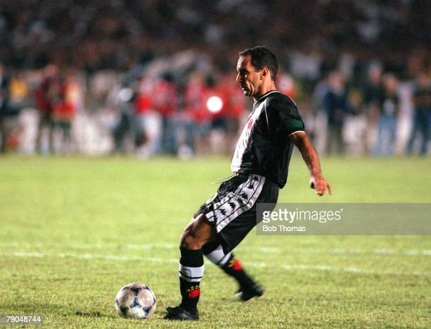 Sport Football FIFA Club World Championships Final Rio De Janeiro Brazil 14th January Corinthians 0 v Vasco Da Gama 0 Vasco Da Gama's Edmundo misses...