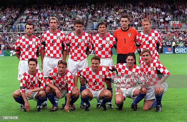 Sport Football International Friendly Dublin 15th August 2001 Republic of Ireland 2 v Croatia 2 The Croatia team line up together for a group...