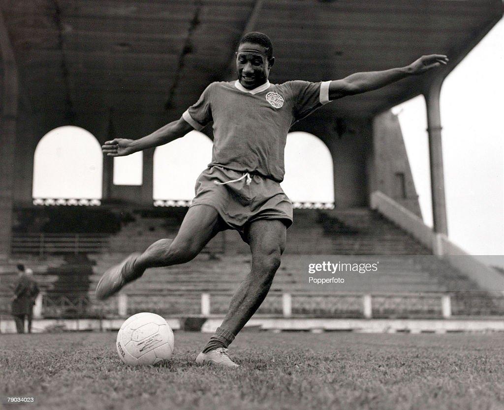Sport Football June 1964 Palmeiras and Brazil defensive star