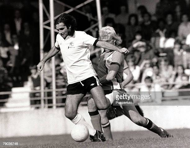 Sport Football Kenilworth Road England League Division Two 18th September 1976 Luton Town 0 v Fulham 2 Fulham's George Best under pressure from Luton...